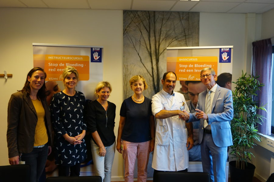 VUmc en Het Oranje kruis tekenen samenwerking in Stop de bloeding - red een leven 1